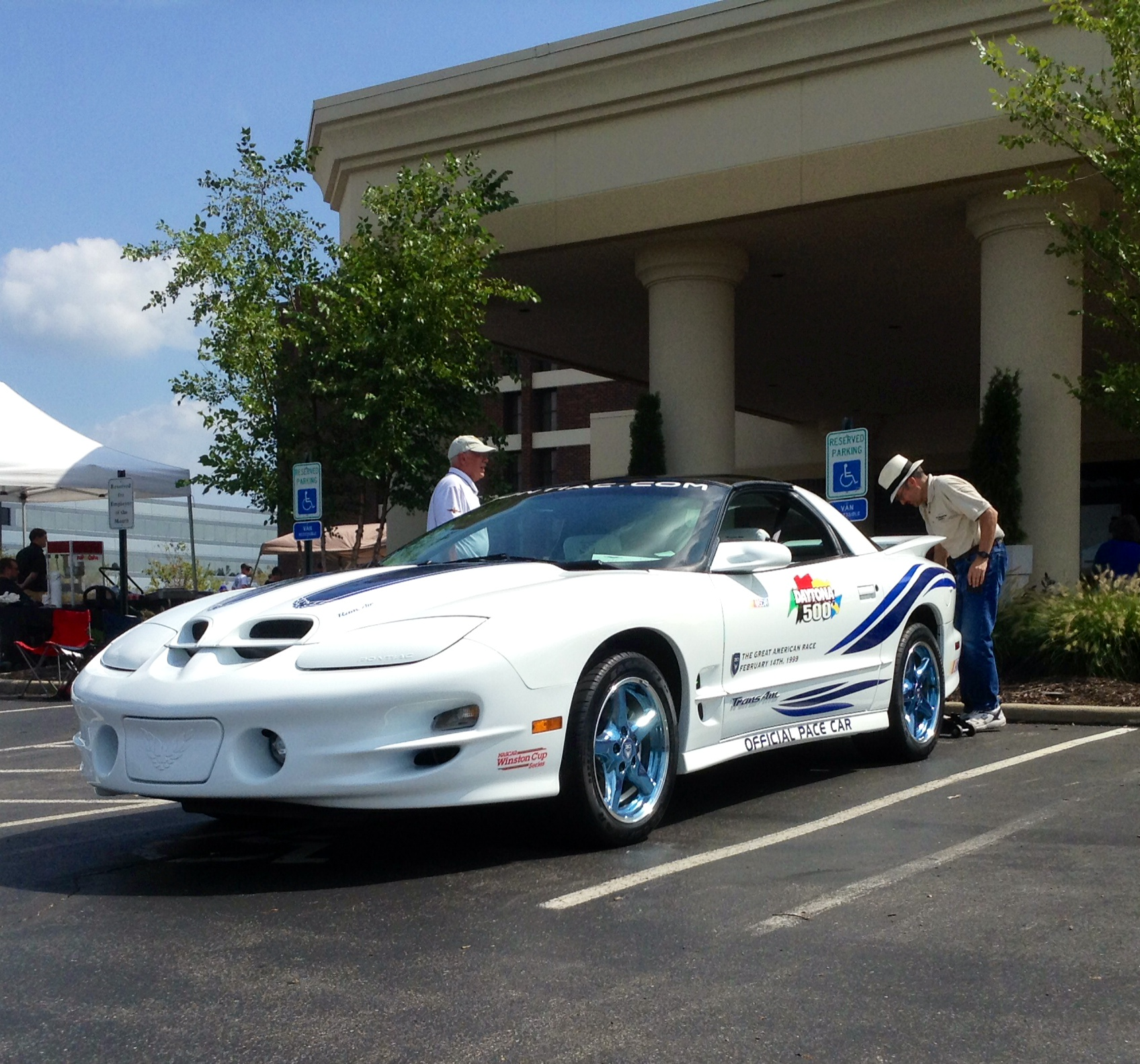 7.9  Pace car